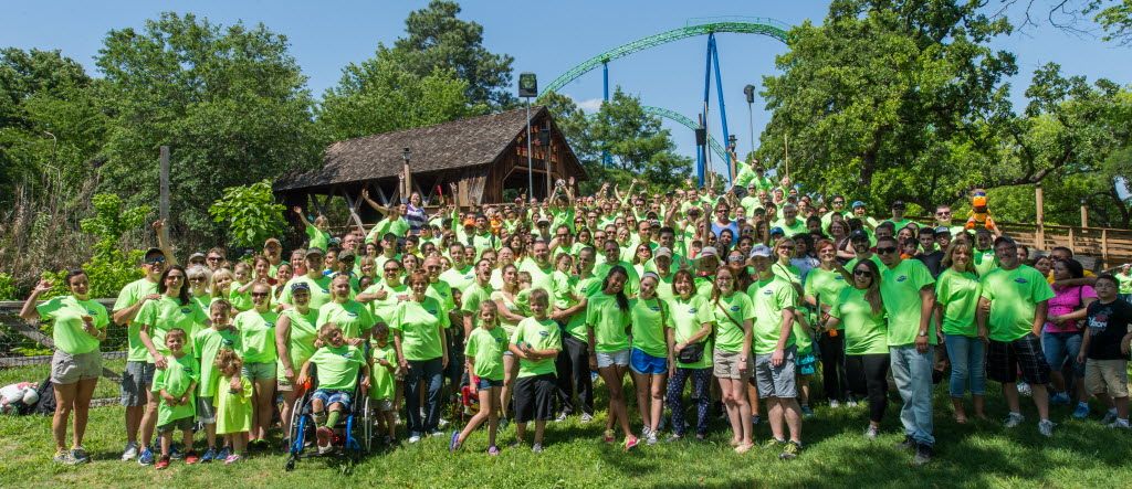 Every year Huffines Auto Dealerships celebrates its team members and their families by inviting them to participate in a fun-filled day away from the office that includes a huge family meal. The past couple of years, Huffines has celebrated at Six Flags. (Stevam Koye Photography)